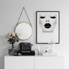 Vores flotte Black-plakat, flot bag ved en sofa. American Bedroom, Wall Art Decor, Room Decor, Studio, Bedroom Black, Girls Bedroom, My First Apartment, Betta, Room Goals