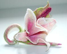 Sophisticated Lily, Felted Lily Brooch, White Lily Brooch, Felted Flower, Filtil