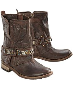 Boots by FEUD, 189 € at Conleys.de.   Now these cowboy boots i would wear!