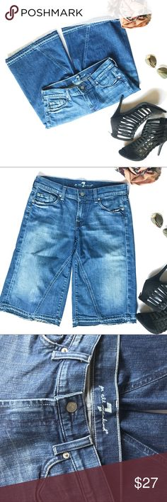 7 for All Mankind Capri Jeans The type of leg on these Jean capris is a flare fit. I love the idea of dressing this really cute jean up or down with a pair of sneakers or with a pair of cute high hills. L25 W 15 7 For All Mankind Jeans