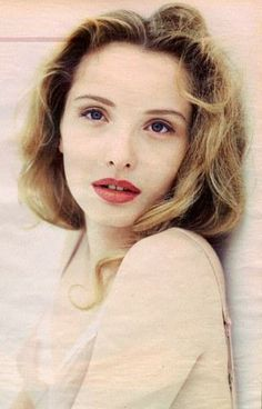 Julie Delpy (born 21 December is a French-American actress director scre 2020 Hair Trends actress born December Delpy director FrenchAmerican Julie scre Julie Delpy, French Actress, American Actress, Female Actresses, Actors & Actresses, Divas, Star Francaise, Photography Movies, Fashion Photography Inspiration