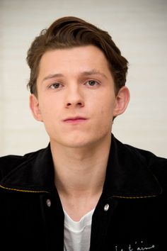 Celebrities - Tom Holland Photos collection You can visit our site to see other photos. Billy Elliot, Tom Holland Peter Parker, Men's Toms, Marvel, Hollywood, Cute Actors, Best Actor, Gorgeous Men, Short Film