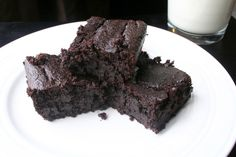 The Healthy Happy Wife: Fudgy Brownies (Dairy, Egg, Gluten/Grain, and Refined Sugar Free with a Nut Free Option) Allergy Free Recipes, Sugar Free Recipes, Baking Recipes, Gluten Free Treats, Gluten Free Desserts, Healthy Dessert Recipes, Healthy Treats, Vegan Snacks, Fudgy Brownies