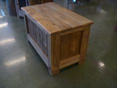 Reclaimed Pallet Wood Chest | Pallet Furniture DIY