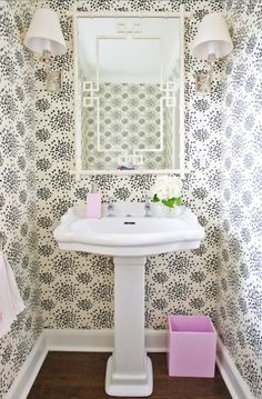 How to Accent Your Bathroom with Wallpaper