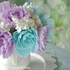 Цветы из гофрированной бумаги. Детское творчество