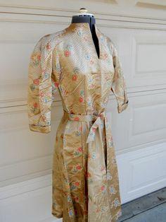 50er Jahre asiatischen Kleid. Goldenen von freshlavender auf Etsy