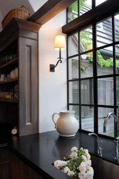 Kitchen Remodeling Trends Simplicity - Kitchen Trends for 2018 - Considering a kitchen remodel? Here are the latest kitchen decorating and remodeling trends for Homeowners to get the best Return on Investment Home Design, Design Design, Home Staging, Home Interior, Interior Design, Interior Livingroom, Urban Kitchen, Boho Home, Kitchen Trends