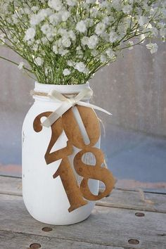 2018 Graduation Centerpieces ♥ made out of card stock ♥ coffee stained for an aged distressed look ♥ pre strung ♥ ivory or black satin bow ♥ each measure 4.5 x 2.5 ♥ price is for 4 graduation caps - adjust quantity from the dropdown menu. ♥ please note: JAR AND FLOWERS ARE NOT INCLUDED