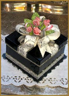 """Vintage Rose"" Black Gift Box Image"