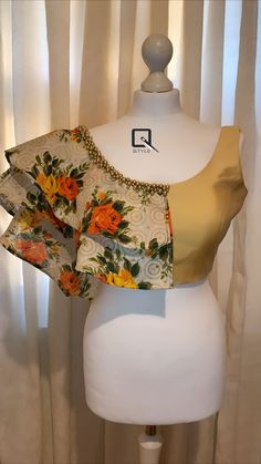 Blouse Designs Catalogue, Best Blouse Designs, Simple Blouse Designs, Stylish Blouse Design, Stylish Dress Designs, Lehenga Designs, Saree Jacket Designs, Sari Blouse Designs, Bridal Blouse Designs