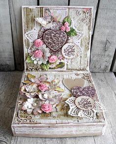 Til lykke kort med tilhørende æske - Stempelglede :: Design Team Blog. 2015 - Pia Baunsgaard Altered Boxes, Heartfelt Creations, Mini Books, Vintage Cards, Paper Cutting, Paper Flowers, Wedding Cards, Cardmaking, Decorative Boxes