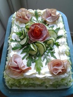 Pin by Online shop on Food carving in 2019 Sandwich Cake, Tea Sandwiches, Salad Cake, Food Carving, Food Platters, Meat Platter, Food Garnishes, Food Decoration, Appetisers