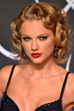 The 12 Best Beauty Moments from the 2013 MTV VMAs: Taylor Swift's Retro Waves