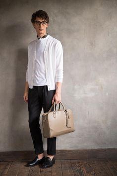 オフのカジュアルからオンのスーツまで 大人の日常には品格あるバッグを携えて。