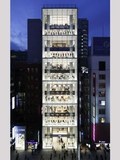 A new Uniqlo shop in Ginza, Tokyo, is simultaneously wild and controlled. Green Architecture, Japanese Architecture, Shop Front Design, Store Design, Tokyo, Retail Concepts, Retail Interior, Beautiful Sites, House Built