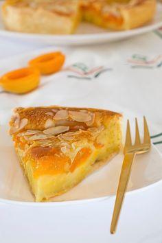 Frisse abrikozentaart met bladerdeeg bodem en amandelen. Good Food, Yummy Food, Sweet Bakery, Dutch Recipes, Sweet Pie, Baking And Pastry, Pie Cake, Unique Recipes, High Tea