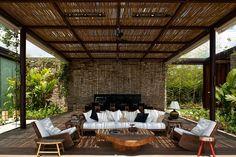 Outdoor living room of the FN House - Bernardes & Jacobsen Arquitetura