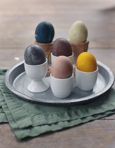 Here's a cute #diy project for Easter: naturally-dyed eggs!