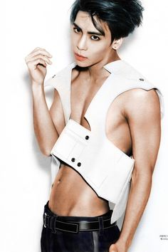 What is this white shit if it doesn't cover a thing / *dies in the corner while gently stroking the photo* | SHINee - Jonghyun