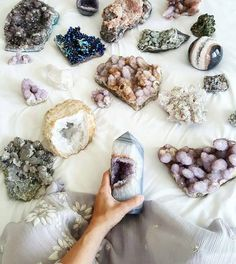 let the day be filled with love & crystals minerals spirit quartz cactus quartz aura angel aura calcite quartz geode agate amethyst Crystal Magic, Crystal Grid, Crystal Healing, Crystal Shapes, Crystals And Gemstones, Stones And Crystals, Gem Stones, Chakra Crystals, Crystals For Home