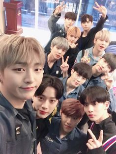 wanna one are like our brothers.we should never forget about their hardworking.we are together forever.😊😊 WANNABLE X WANNA ONE 영온히 My Big Love, First Love, Jinyoung, Jaehwan Wanna One, Let's Stay Together, You Are My World, Guan Lin, K Pop Star, Fandom