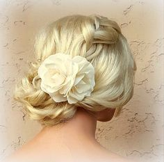 Check out this item in my Etsy shop https://www.etsy.com/listing/386923618/ivory-flower-hair-clip-ivory-fascinator