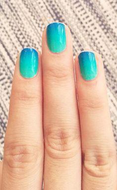 ongles ombrés, nail art ombré turquoise et bleu.Take me to the beach nails Fabulous Nails, Gorgeous Nails, Pretty Nails, Fancy Nails, Diy Nails, Nails Yellow, Green Nails, Beach Nails, Gradient Nails