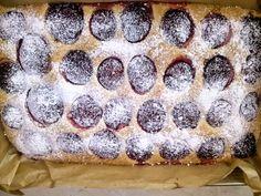 Świat w oczach Mamy: Proste i pyszne ciasto ze śliwkami