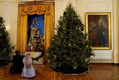 The First Lady of the USA Melania Trump finally unveils to the world the long-awaited 2017 White House Christmas decorations. How could it not be, @designbuildidea puts together all the #Christmasdecoration details chosen by the new tenants of the most famous house on the planet. TAKE A LOOK! ➤ Discover the season's newest designs and inspirations. Visit Design Build Ideas at www.designbuildideas.eu #designbuildideas #WhiteHouse #ChristmasDecorations #MelaniaTrump #Christmas2017