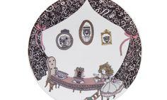 Vajilla creada por Oh! Granny, sus bonitas ilustraciones se inspiran en relatos populares como Caperucita Roja, Hansel y Gretel o los tres cerditos.