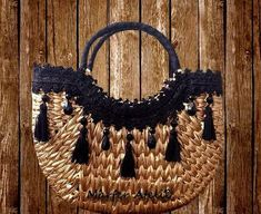 Pom Pom Purse, Basket Style, Arts And Crafts, Diy Crafts, Craft Bags, Summer Collection, Amazing Women, Straw Bag, Purses And Bags