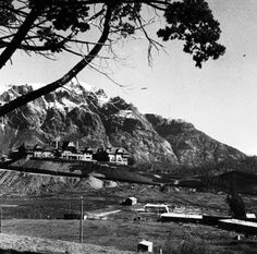 Vista del Hotel Llao Llao. Bariloche, Argentina, 1938. Fuente: Archivo Bustillo Patagonia, Spa, Outdoor, Computer File, Historia, Outdoors, Outdoor Games, Outdoor Living