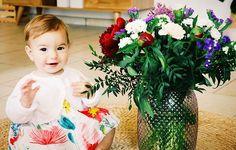 Une journée commencée par des réveils compliqués... 😬 __  Et des fleurs sont arrivées... 💐 __ Alors que nous aurions pu continuer dans un climat plein d'hostilité, je me suis laissée entrainer par la contemplation de ce bouquet... 😍 __ Une robe à fleur enfilée et rapidement un jour meilleur s'est installé... 🙏 __ Dans une journée, le pire comme le meilleur peut se révéler. __ A nous d'y déceler les signes d'un bonheur discret ♥️ __ Nous finissons la journée apaisés 😊 __ Chez nous, le…