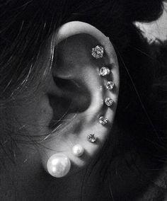 Pour ou contre l'accumulation de boucles d'oreilles ?