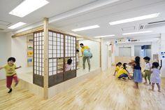 2015年7月、伝統と文化のまち、日本橋人形町に、保育園と学童広場が開園。0歳から安心して利用できる保育園、そして学童広場では子どもの好奇心を刺激する遊びに加え、英会話や理科の実験教室など学びの機会も多く用意し、子どもたちの成長を見守ります。働くパパ・ママにも優しいアフタースクールです。