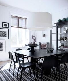 Accent Piece | Create an inviting space that'll work for a party of 20 or dinner à deux.