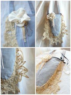 Ce petit sac est créé avec un joli col en dentelle de style richelieu que j'ai appliqué sur le pourtour du tissu. Puis j'ai ajouté une fleur , un peu de ruban, quelques perles et c'est déjà fini!!! Alors elle est pas belle la vie