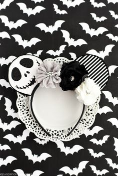 DIY No-Sew Jack Skellington Mouse Ears – easy mouse ears tutorial and template for your next trip to the Happiest Place on Earth! Diy Disney Ears, Disney Mickey Ears, Mickey Mouse Ears, Disney Diy, Disney Crafts, Disney Belle, Disney Babies, Disney Magic, Walt Disney