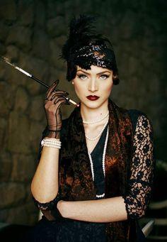 Idda van Munster: Dark Flapper Look by Nina and Muna Gatsby Themed Engagment Look Gatsby, Gatsby Style, Flapper Style, 1920s Style, Gatsby Theme, 1920s Flapper Girl, Gatsby Girl, Great Gatsby Party, The Great Gatsby