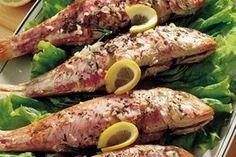 Le triglie al forno sono veloci e semplici da fare, perfette se volete portare in tavola un delizioso secondo piatto di pesce.