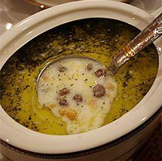 LEBENİYE ÇORBASI Malzemeler: Köfte için: 250gr kıyma 1 kuru soğan, rendelenmiş tuz karabiber Köftele...