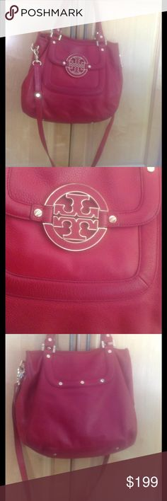 Auth Tory burch Amanda crossbody tote w duster Gorgeous brick red Amanda tote from Tory Burch. Includes duster. Perfect condition. Tory Burch Bags Crossbody Bags