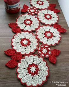 Decorative texture of a beautiful motif with hooks (Step-by-step illustrations) - Mehmet Pabuccu - - Decorative texture of a beautiful motif with hooks (Step-by-step illustrations) - Mehmet PabuccuLove the colour combination of these doilies – no p Crochet Table Mat, Crochet Table Runner Pattern, Crochet Mandala Pattern, Crochet Flower Patterns, Crochet Tablecloth, Doily Patterns, Crochet Doilies, Crochet Flowers, Crochet Stitches