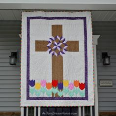 Partly the story of a multi-generational family living on the lake, but mostly pictures of Jen's quilts Easy Sewing Patterns, Easy Sewing Projects, Sewing Hacks, Church Banners, Easter Cross, Sewing Techniques, Currently Working, Crosses, Kids Rugs