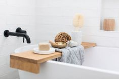 How to decorate your bathroom: Bathroom styling tips and tricks - STYLE CURATOR Bathroom Plants, Bathroom Colors, Bathroom Sets, Small Bathroom, Built In Bathtub, Small Indoor Plants, Shower Box, Small Stool, Drawer Design