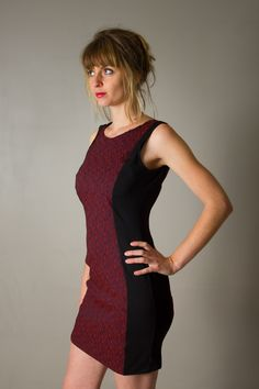 """Robe pour femme """"Nina"""", noire et rouge bordeaux, dos décolleté profond, courte , stretch et moulante : Robe par all-by-k"""