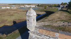 Brouage est une place forte, édifiée en Charente Maritime, qui pratiquait le commerce du sel avec les pays du nord de l'Europe