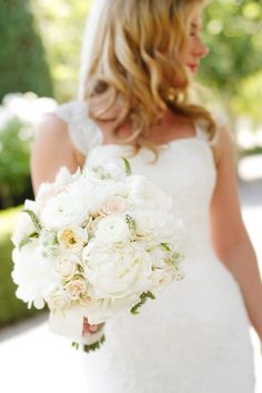 Fluffy Ivory Bouquet | photography by http://www.juliemikos.com/