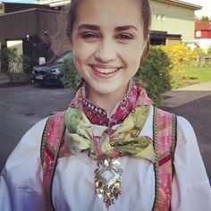 "Huldresølv #norwegianmade on Instagram: ""✨EIDSVOLL-søljen✨  PERFEKT til beltestakk 👌💖 #huldresølv #bunadsølv #madeintelemark #madeinnorway #håndlagetinorge #beltestakk"" Jewelry, Fashion, Moda, Bijoux, Jewlery, Fasion, Jewels, Jewelery, Fashion Illustrations"